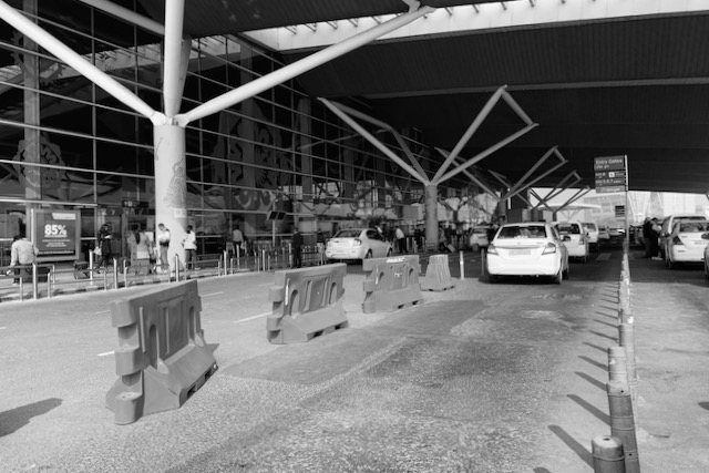 Sisäänkäynti Delhin lentokentälle