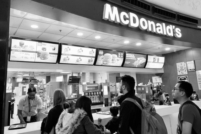 McDonald'sin lentokenttäravintola Delhissä
