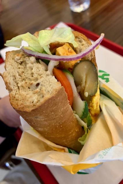 Paneer sandwich Subwayssa Delhin kansainvälisellä lentokentällä