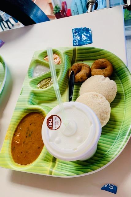 Idli vada -ateria Delhin kotimaan lentokentällä