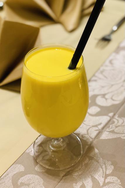 Mangolassi intialaisessa ravintolassa Riiassa