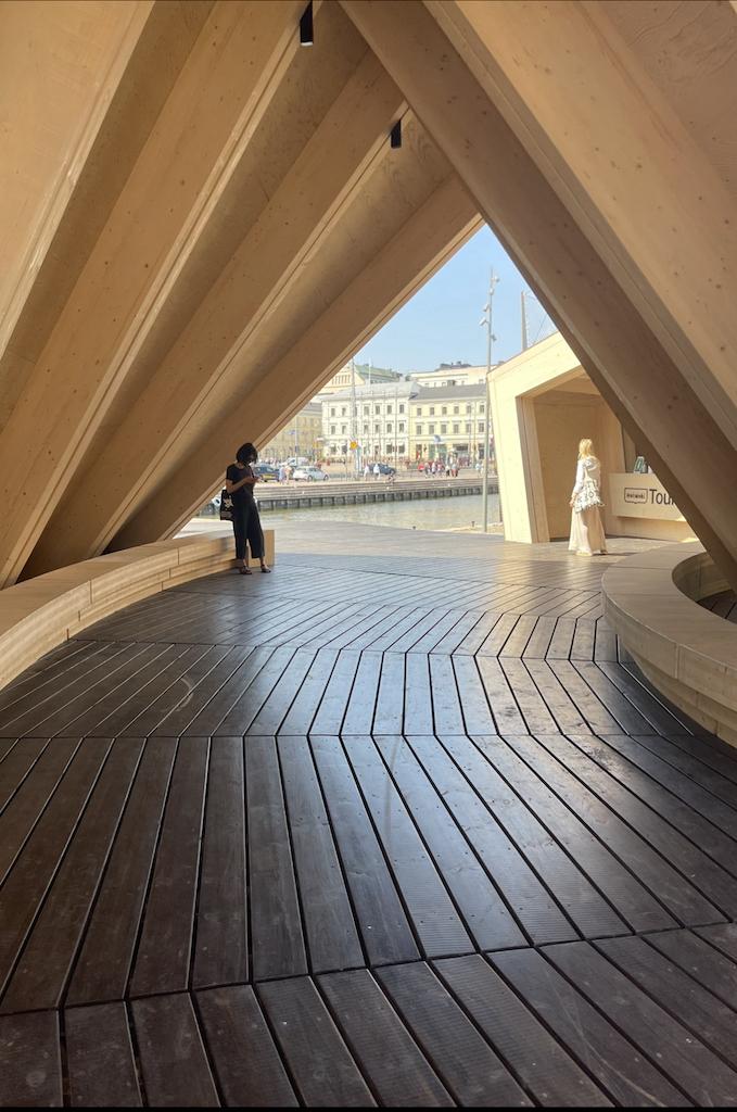 Sisäänkäynti Helsinki Biennialiin